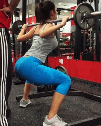 Kniebeugen für straffe und schlanke Oberschenkel