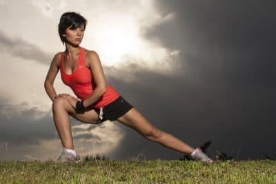 seitlicher Ausfallschritt, für eine bessere Körperstabilität